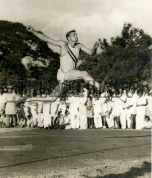 Image Id : 157657959 <span>Date : 1955-10-28 <span>Category : Sport</span>
