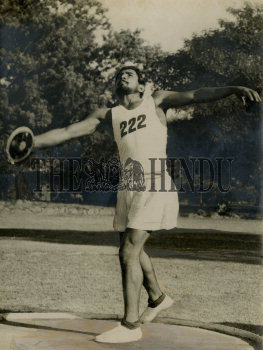 Image Id : 157709430 <span>Date : 1954-01-28 <span>Category : Sport</span>