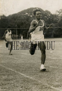 Image Id : 157734013 <span>Date : 1954-09-25 <span>Category : Sport</span>
