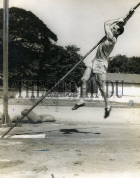 Image Id : 157965756 <span>Date : 1954-10-08 <span>Category : Sport</span>