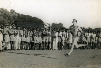 Image Id : 158204018 <span>Date : 1954-10-08 <span>Category : Sport</span>