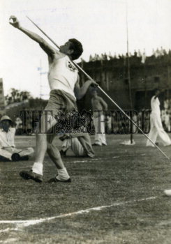 Image Id : 158207243 <span>Date : 1952-02-24 <span>Category : Sport</span>