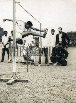 Image Id : 158580058 <span>Date : 1954-08-21 <span>Category : Sport</span>