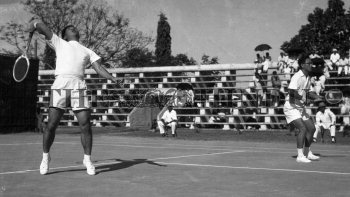 Image Id : 158640743 <span>Date : 1957-03-02 <span>Category : Sport</span>