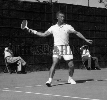 Image Id : 158668763 <span>Date : 1957-02-10 <span>Category : Sport</span>