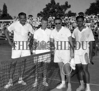 Image Id : 158668768 <span>Date : 1957-02-10 <span>Category : Sport</span>