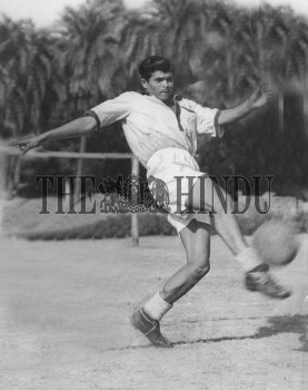 Image Id : 160186320 <span>Date : 1952-03-24 <span>Category : Sport</span>