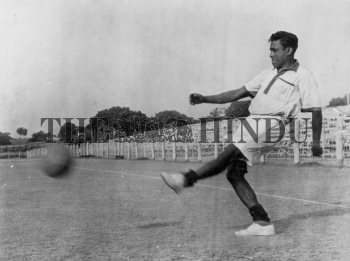 Image Id : 160186340 <span>Date : 1953-06-05 <span>Category : Sport</span>
