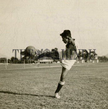Image Id : 160186562 <span>Date : 1957-10-10 <span>Category : Sport</span>