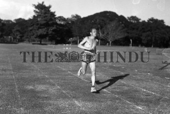 Image Id : 163981193 <span>Date : 1955-12-26 <span>Category : Sport</span>