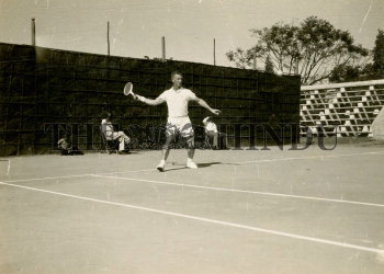 Image Id : 165287815 <span>Date : 1957-02-10 <span>Category : Sport</span>