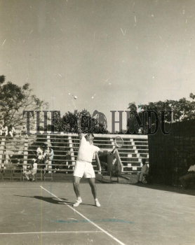 Image Id : 165586553 <span>Date : 1957-02-08 <span>Category : Sport</span>