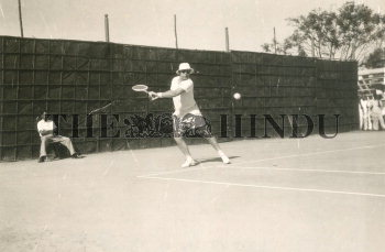 Image Id : 165586639 <span>Date : 1957-02-10 <span>Category : Sport</span>