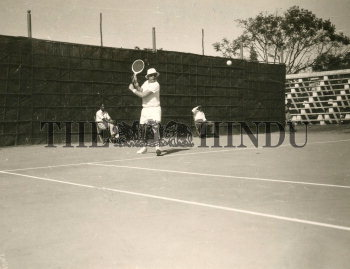 Image Id : 165586641 <span>Date : 1957-02-10 <span>Category : Sport</span>