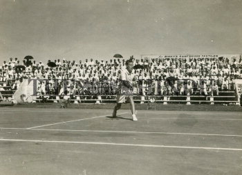 Image Id : 165587806 <span>Date : 1954-02-01 <span>Category : Sport</span>