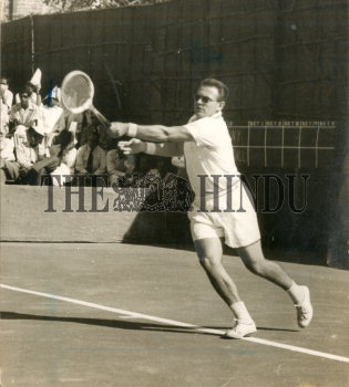 Image Id : 165655093 <span>Date : 1957-03-19 <span>Category : Sport</span>
